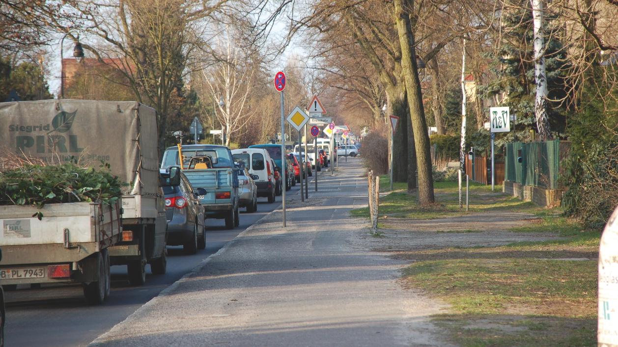 Stau auf der Köpenicker Straße in Berlin-Biesdorf